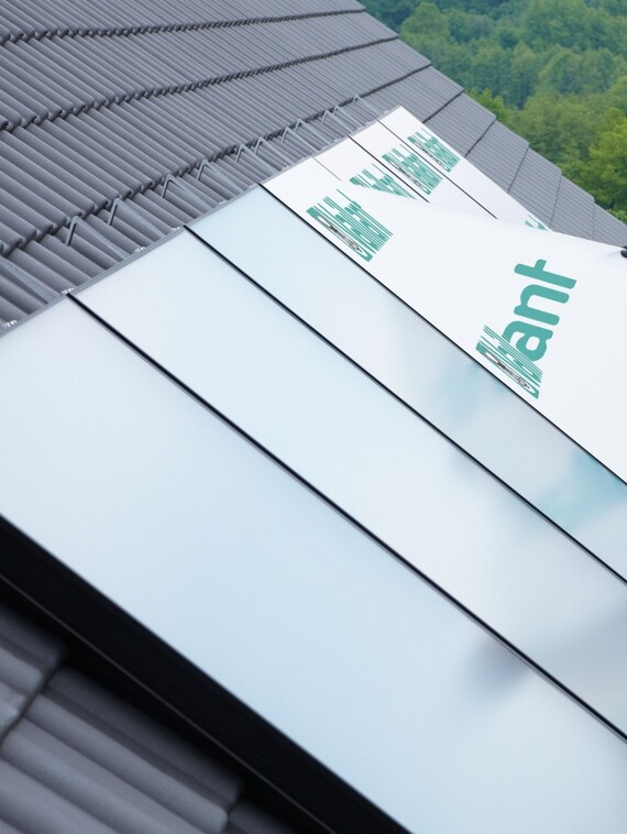 //www.vaillant.dk/media-master/global-media/vaillant/product-pictures/emotion-2/solar12-3395-01-45267-format-3-4@570@desktop.jpg